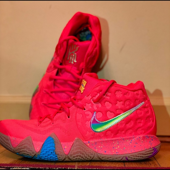online store 5e139 b5807 Kyrie 4 Lucky Charms NWT